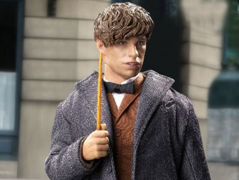 (RELEASED) FANTASTIC BEASTS AND WHERE TO FIND THEM NEWT SCAMANDER (WITH BONUS COAT) 1/6 SCALE COLLEC