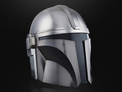 (PRE-ORDER) STAR WARS: THE BLACK SERIES THE MANDALORIAN 1:1 SCALE WEARABLE HELMET (ELECTRONIC)