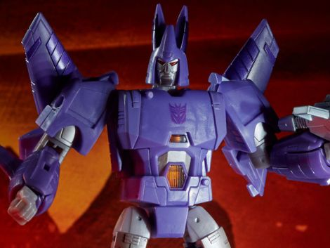 (PRE-ORDER) TRANSFORMERS WAR FOR CYBERTRON: KINGDOM VOYAGER CYCLONUS
