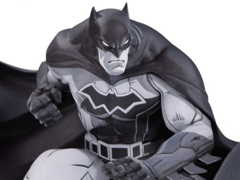 (RELEASED) BATMAN BLACK AND WHITE LIMITED EDITION STATUE (JOE MADUREIRA)