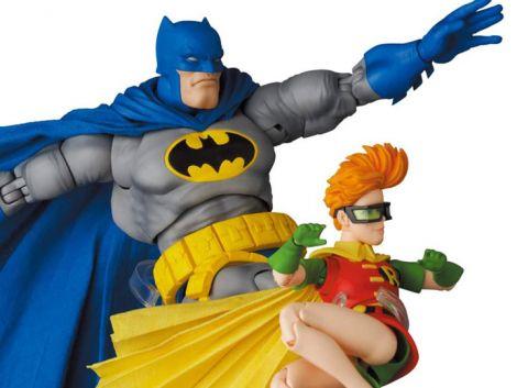 (PRE-ORDER) BATMAN: THE DARK KNIGHT RETURNS MAFEX NO.139 BATMAN (BLUE VER.) & ROBIN